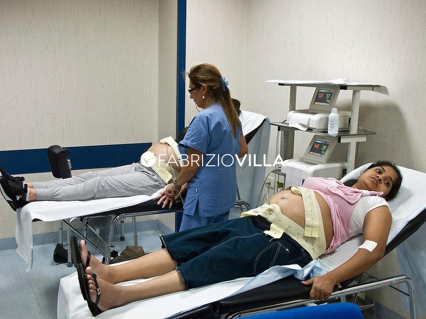 Visita di controllo nell'ambulatorio ginecologico solidale all'ospedale Cannizzaro di Catania.
