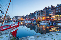 France, Calvados (14), Honfleur, le Vieux Bassin le soir // France, Calvados, Honfleur, the Vieux Bassin in the evening