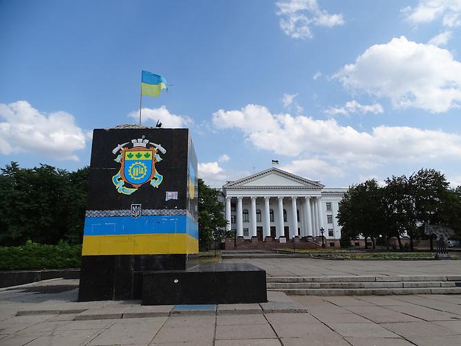 Sockel der dort ehemals stehenden Leninfigur / Kramatorsk liegt im ukrainischen Teil des Donbass 80 km von der Frontlinie entfernt. Die Bewohner sind sehr patriotisch.