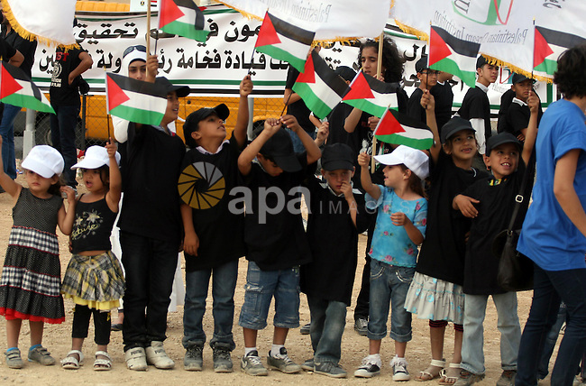 Palestinian children with their bodies make up the Palestinian flag ,in the West Bank city of Ramallah October 1, 2011. A U.N. Security Council panel on admitting new members to the United Nations met on Friday for the first time on the Palestinian bid to join the world body as Palestinians lobbied council members for support. Photo by Issam Rimawi