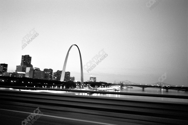 On the road traveling from Chicago to Memphis passing the Arch in St. Louis, Missouri, USA, September 2007