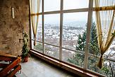"""Ausblick auf die Stadt Uzhorod aus dem Treppenhaus des Hotels """"Druzhba"""""""