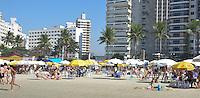 Guarujá-SP, 14 de julho de 2013 - Praia das Astúrias - Em dia de inverno com muito Sol, muitos paulistanos aproveitaram o domingo ensolarado e foram a praia. ( Foto: Mauricio Bento / BRAZIL PHOTO PRESS )