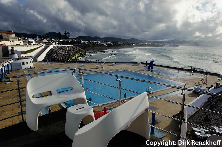 Pool am Strand von Ribeira Grande auf der Insel Sao Miguel, Azoren, Portugal