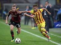 FUSSBALL  CHAMPIONS LEAGUE   SAISON 2013/2014   Vorrunde     AC Mailand - FC Barcelona       22.10.2013 Neymar (re, Barca) gegen Ignazio Abate (AC Mailand)