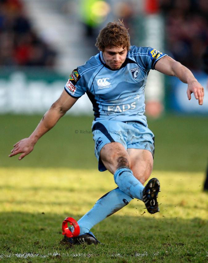 Photo: Richard Lane/Richard Lane Photography. Gloucester Rugby v Cardiff Blues. Heineken Cup. 18/01/2009. Cardiff's Leigh Halfpenny kicks.