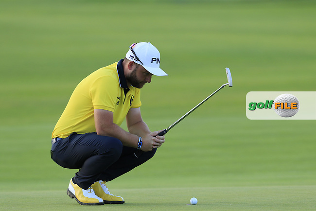 Andy Sullivan (ENG) lines up his putt on the 8th green during Friday's Round 2 of the 2016 U.S. Open Championship held at Oakmont Country Club, Oakmont, Pittsburgh, Pennsylvania, United States of America. 17th June 2016.<br /> Picture: Eoin Clarke | Golffile<br /> <br /> <br /> All photos usage must carry mandatory copyright credit (&copy; Golffile | Eoin Clarke)