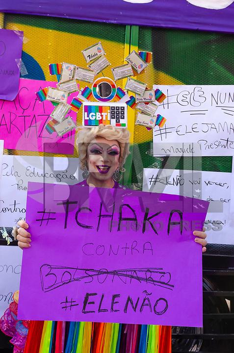 SÃO PAULO, SP, 29.09.2019 - PROTESTO-SP - Manifestantes protestam contra o candidato Jair Bolsonaro do PSL à presidência do Brasil no protesto Mulheres contra Bolsonaro, no Largo da Batata, região Oeste de São Paulo neste sábado, 29. (Foto: Anderson Lira/Brazil Photo Press)