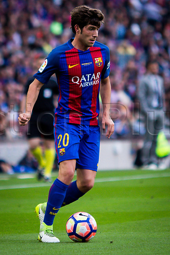 May 21st 2017, Nou Camp, Barcelona, Spain; La Liga football, FC Barcelona versus Eibar; Sergi Roberto of FC Barcelona controls the ball in midfield