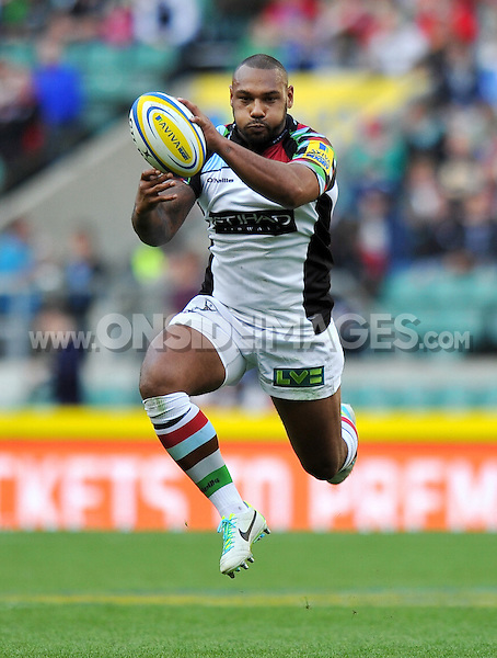 Jordan Turner-Hall catches the ball in the air. Aviva Premiership Double Header match, between London Wasps and Harlequins on September 7, 2013 at Twickenham Stadium in London, England. Photo by: Patrick Khachfe / Onside Images