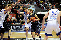 GRONINGEN - Basketbal, Donar - Vitautas, Champions League,  seizoen 2017-2018, 19-09-2017, Donar speler Aron Roye zoekt ruimte voor schot