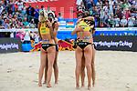 26.08.2017, Hamburg, Stadion Am Rothenbaum<br />Beachvolleyball, World Tour Finals<br /><br />Umarmung Laura Ludwig (#1 GER) und Eduarda (Duda) Santos Lisboa (#2 BRA), Kira Walkenhorst (#2 GER) und Agatha Bednarczuk (#1 BRA)<br /><br />  Foto © nordphoto / Kurth
