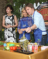 NEW YORK,NY - July 19, 2012: Kelly Ripa with Rob Thomas and Carla Gugino on Live! with Kelly filming the Grilling with the Stars segment. New York City. © RW/MediaPunch Inc. /*NORTEPHOTO.com* **SOLO*VENTA*EN*MEXICO** **CREDITO*OBLIGATORIO** *No*Venta*A*Terceros* *No*Sale*So*third* ***No*Se*Permite*Hacer Archivo***No*Sale*So*third*©Imagenes*