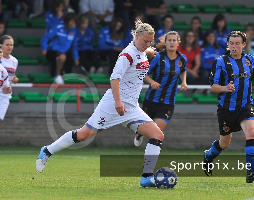 Club Brugge Dames - OHL Oud Heverlee Leuven Dames : Ella Van Kerkhoven aan de bal.Foto David Catry / Vrouwenteam.be