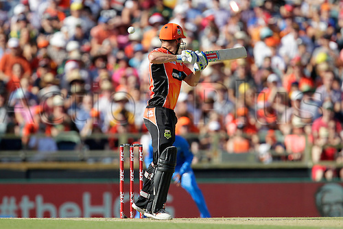 21.12.2015. Perth, Australia. Big Bash Cricket league 05 Perth Scorchers versus Adelaide Strikers. Shaun Marsh plays at a rising delivery.