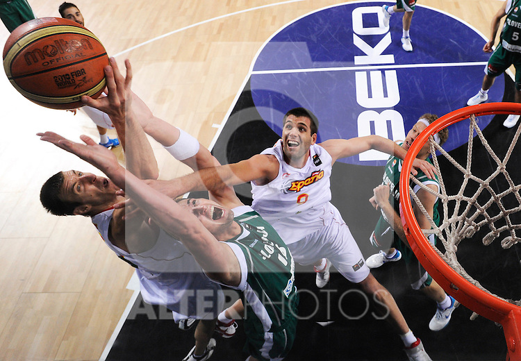 10.09.2010, Sinan Erdem Dome, Istanbul, TUR, 2010 FIBA World Championship, Slovenia vs Spain, im Bild Primoz Brezec of Slovenia between Fran Vazquez of Spain and Felipe Reyes of Spain during the fifth-place basketball match, EXPA Pictures © 2010, PhotoCredit: EXPA/ Sportida/ Vid Ponikvar *** ATTENTION *** SLOVENIA OUT!