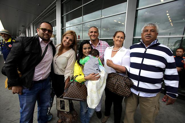 La familia del jugador del Jugador de la Seleccion Colombia  Camilo Vargas,  Angela Maria Bolivar en el aeropuerto El Dorado de Bogota, Colombia antes de partir hace Brasil para presenciar el Mundial de Futbol el 12 de Junio de 2014,<br />  COPYRIGHT: Archivolatino<br /> Solo para uso editorial. No esta permitida su venta o uso comercial.