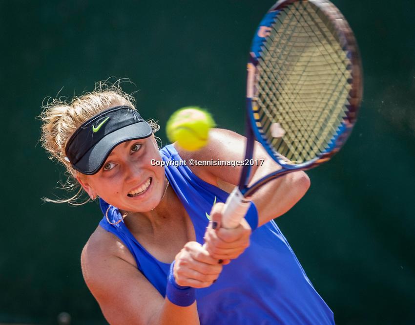Paris, France, 5 June, 2017, Tennis, French Open, Roland Garros,  Juniors, Anestasia Potapova (RUS)<br /> Photo: Henk Koster/tennisimages.com