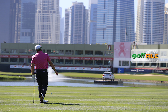Graeme McDOWELL (NIR) plays his 2nd shot on the 9th hole during Pink Friday's Round 2 of the 2015 Omega Dubai Desert Classic held at the Emirates Golf Club, Dubai, UAE.: Picture Eoin Clarke, www.golffile.ie: 1/30/2015