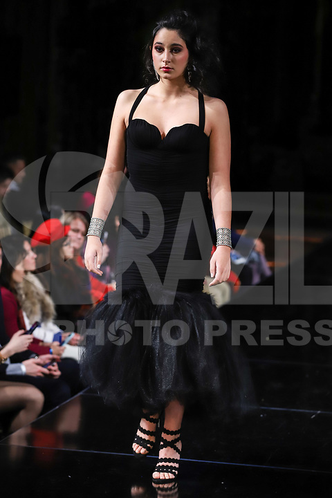 NOVA YORK, EUA, 09.02.2019 - MODA-EUA - Modelo durante desfile  da grife Elena Collection  na semana da moda de New York  por Art Hearts Fashion NYFW na fundação do anjo Orensanz em Nova York nos Estados Unidos neste sábado, 09. (Foto: William Volcov/Brazil Photo Press)