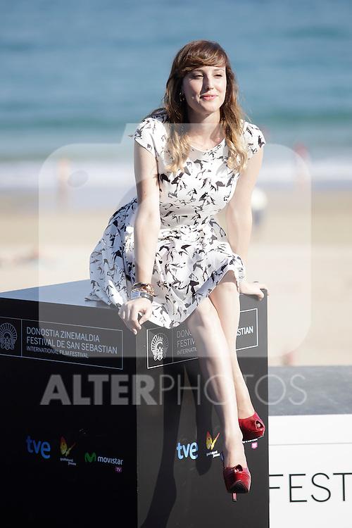 """Actress Natalia de Molina posses in the photocall of the """"Vivir es facil con los ojos cerrados"""" film presentation during the 61 San Sebastian Film Festival, in San Sebastian, Spain. September 24, 2013. (ALTERPHOTOS/Victor Blanco)"""