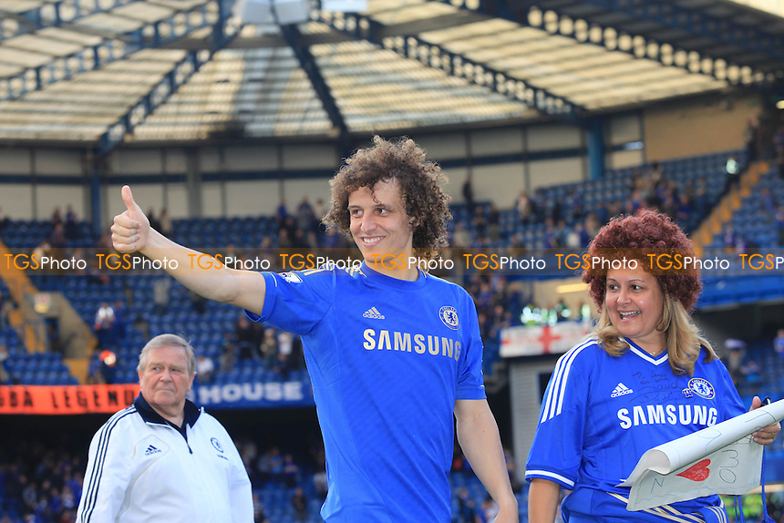 David Luiz thanks the Chelsea fans at the end of the match - Chelsea vs Everton - Barclays Premier League Football at Stamford Bridge, London - 19/05/13 - MANDATORY CREDIT: Paul Dennis/TGSPHOTO - Self billing applies where appropriate - 0845 094 6026 - contact@tgsphoto.co.uk - NO UNPAID USE.