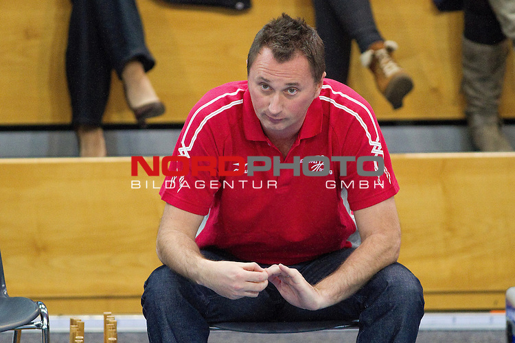 03.11.2012, Generali Sportarena, Unterhaching, GER, 1.BL Volleyball, Generali Haching vs. VCO Berlin, im Bild Mihai Paduretu (Trainer Unterhaching) nachdenklich / Foto © nph / Straubmeier *** Local Caption ***