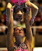 CALI – COLOMBIA – 29-07-2013: Shanie Redd Thorne y Danielle Jones de Gran Bretaña durante competencia de Gimnasia Acrobática Parejas Femenino Clasificación Equilibrio en los IX Juegos Mundiales Cali, julio 29 de 2013. (Foto: VizzorImage / Luis Ramirez / Staff). Shanie Redd Thorne and Danielle Jones from Great Britain in Couples Acrobatic Gymnastics Balance Women's Ranking in the IX World Games Cali, July 29, 2013. (Photo: VizzorImage / Luis Ramirez / Staff).