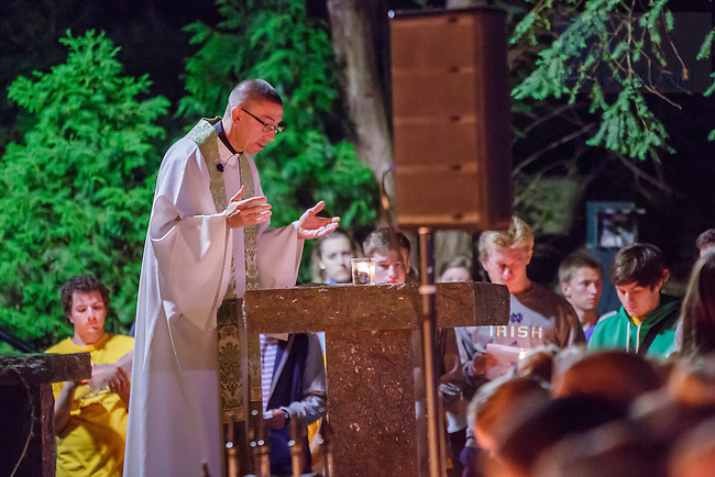 August 21, 2016; First trip to the Grotto for incoming first year students, 2016. (Photo by Peter Ringenberg/University of Notre Dame)