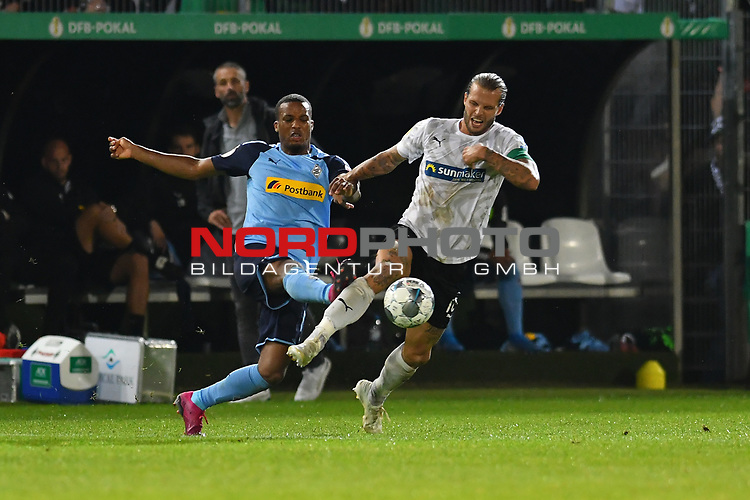 09.08.2019, BWT-Stadion am Hardtwald, Sandhausen, GER, DFB Pokal, 1. Runde, SV Sandhausen vs. Borussia Moenchengladbach, <br /> <br /> DFL REGULATIONS PROHIBIT ANY USE OF PHOTOGRAPHS AS IMAGE SEQUENCES AND/OR QUASI-VIDEO.<br /> <br /> im Bild: Dennis Diekmeier (SV Sandhausen #18) gegen Alassane Plea (#4, Borussia Moenchengladbach)<br /> <br /> Foto © nordphoto / Fabisch
