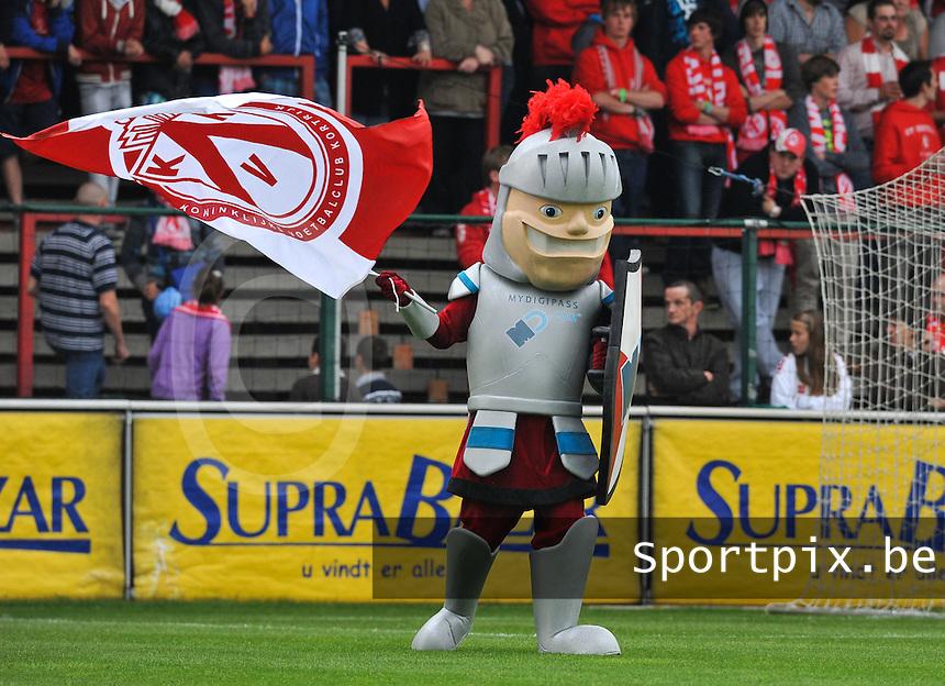 KV Kortrijk : nieuwe mascotte KV Kortrijk ; My Digipass - Guldensporen Ridder.foto VDB / BART VANDENBROUCKE