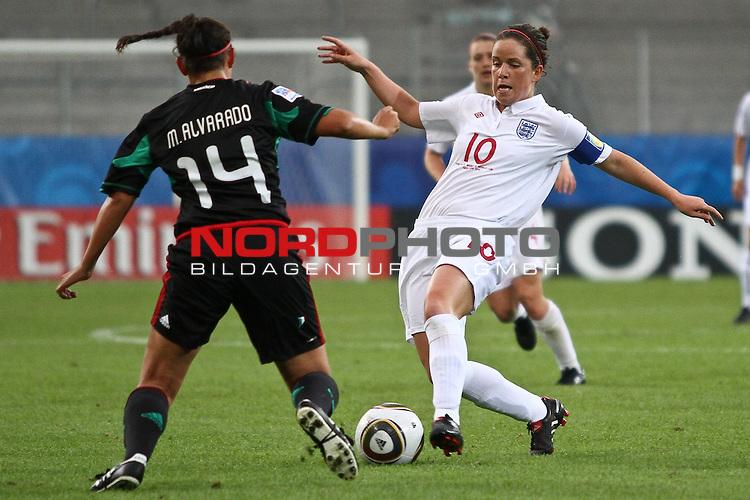 17.07.2010,  Augsburg, GER, FIFA U20 Womens Worldcup, England vs Mexico,  im Bild Alvarado Monica (Mexico Nr.14) stoppt Michelle Hinnigan (England Nr.10) , Foto: nph /  Straubmeier