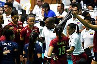 BOGOTÁ-COLOMBIA, 09-01-2020: Chamber Ihosvanny, técnico de Venezuela, da instrucciones a las jugadoras, durante partido entre Perú y Venezuela, en el Preolímpico Suramericano de Voleibol, clasificatorio a los Juegos Olímpicos Tokio 2020, jugado en el Coliseo del Salitre en la ciudad de Bogotá del 7 al 9 de enero de 2020. / Chamber Ihosvanny, coach from Venezuela gives instructions to the palyers durinag a match between Venezuela and Peru, in the South American Volleyball Pre-Olympic Championship, qualifier for the Tokyo 2020 Olympic Games, played in the Colosseum El Salitre in Bogota city, from January 7 to 9, 2020. Photo: VizzorImage / Luis Ramírez / Staff.