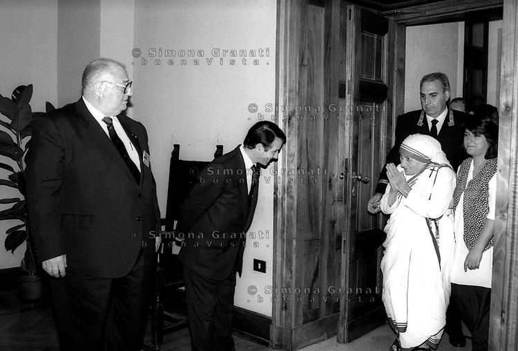 Roma, Giugno 1996.Madre Teresa di Calcutta in visita al Campidoglio.Rome, June 1996.Mother Teresa of Calcutta visit Rome