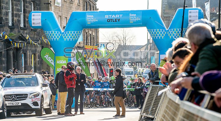 Picture by Allan McKenzie/SWpix.com - 30/04/2016 - Cycling - 2016 Tour de Yorkshire, Stage 2: Otley to Doncaster - Yorkshire, England - The women's race prepares to start in Otley.