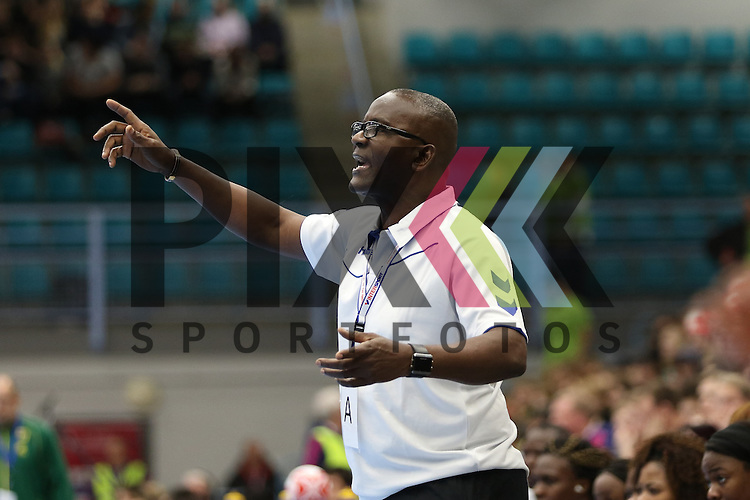 Kolding (DK), 07.12.15, Sport, Handball, 22th Women's Handball World Championship, Vorrunde, Gruppe C, DR Kongo-Brasilien : Celestin Nkua Mpoua (DR Kongo, Trainer)<br /> <br /> Foto &copy; PIX-Sportfotos *** Foto ist honorarpflichtig! *** Auf Anfrage in hoeherer Qualitaet/Aufloesung. Belegexemplar erbeten. Veroeffentlichung ausschliesslich fuer journalistisch-publizistische Zwecke. For editorial use only.