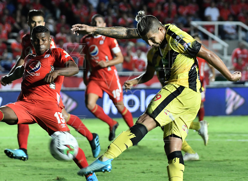 CALI - COLOMBIA, 14-11-2019: Cesar Arias del Alianza en acción durante partido por la fecha 2, cuadrangulares semifinales, de la Liga Águila II 2019 entre América de Cali y Alianza Petrolera jugado en el estadio Pascual Guerrero de la ciudad de Cali. / Cesar Arias of Alianza in action during match for the date 2, quadrangular semifinals, as part of Aguila League II 2019 between America de Cali and Alianza Petrolera played at Pascual Guerrero stadium in Cali. Photo: VizzorImage / Gabriel Aponte / Staff