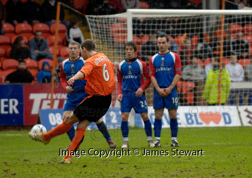 18/02/2006         Copyright Pic: James Stewart.File Name : sct_jspa15_dundee_utd_v_inverness.CHARLIE MULGREW SCORES DUNDEE UTD'S FIRST...Payments to :.James Stewart Photo Agency 19 Carronlea Drive, Falkirk. FK2 8DN      Vat Reg No. 607 6932 25.Office     : +44 (0)1324 570906     .Mobile   : +44 (0)7721 416997.Fax         : +44 (0)1324 570906.E-mail  :  jim@jspa.co.uk.If you require further information then contact Jim Stewart on any of the numbers above.........