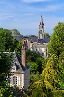 France, Loir-et-Cher (41), Vendôme, vue sur les toits et la Tour Saint-Martin depuis la Rampe du Château // France, Loir et Cher, Vendome, view over the rooftops and Saint Martin Tower from the Rampe du Chateau