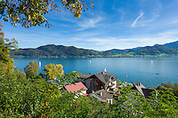 Austria, Upper Austria, Salzkammergut, Attersee at lake Attersee: and village Weyregg on opposite side | Oesterreich, Salzkammergut, Attersee am Attersee: am gegenueber liegenden Ufer der Ort Weyregg am Attersee