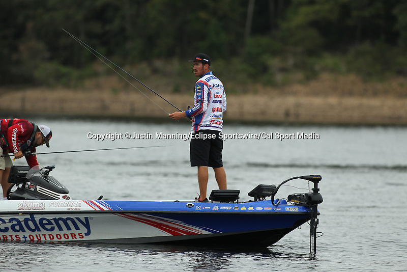 August 21, 2015: Day one leader Jake Wheeler looking for breaking fish on day two of the Forrest Wood Cup on Lake Ouachita in Hot Springs, AR. Justin Manning/ESW/CSM