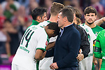 06.10.2018, Allianz Arena, Muenchen, GER, 1.FBL,  FC Bayern Muenchen vs. Borussia Moenchengladbach, DFL regulations prohibit any use of photographs as image sequences and/or quasi-video, im Bild Dieter Hecking (Trainer Moenchengladbach) mit Alassane Plea (Moenchengladbach #14) <br /> <br />  Foto &copy; nordphoto / Straubmeier