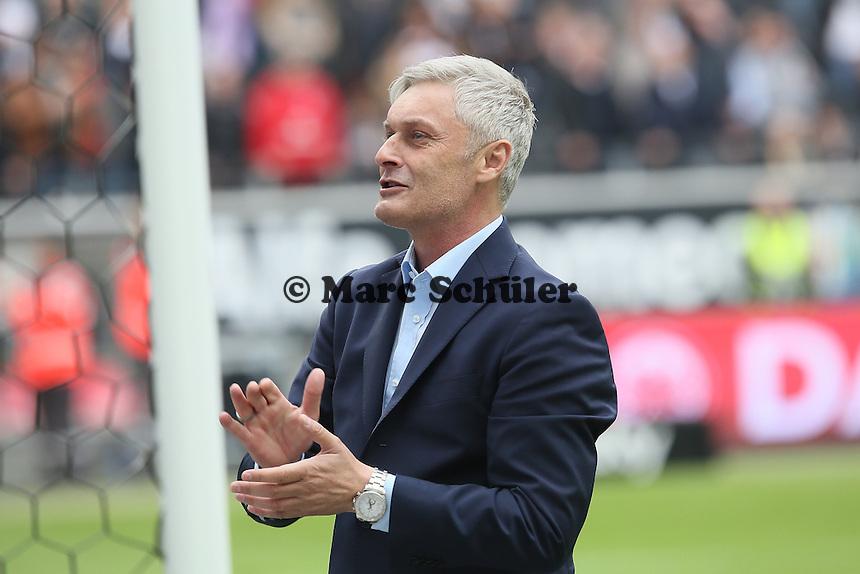 Trainer Armin Veh (Eintracht) verabschiedet sich von den Fans - Eintracht Frankfurt vs. Bayer Leverkusen, Commerzbank Arena