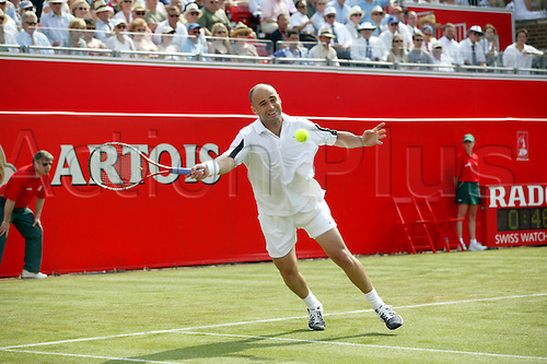 8 June 2004: American player ANDRE AGASSI (USA) plays a forehand during his second round defeat in the men's singles against Andreev. Agassi lost 6-4, 6-7 (2-7), 6-7 (3-7). Stella Artois Championships, Queens Club, London. Photo: Steve Bardens/Action Plus...040608 player Tennis..