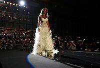 """Napoli Nicole Minetti sfila in abito da sposa durante l""""TUTTOSPOSI"""".nella foto Nicole Minettiin passerella.foto Ciro De Luca"""