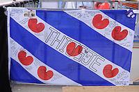 SPEED SKATING: INZELL: 06-12-2015, Max Aicher Arena, ISU World Cup, als steunbetuiging voor de zieke Thijsje Oenema was er een Friesevlag opgehangen waar veel schaatsers hun handtekening op plaatsten, ©foto Martin de Jong