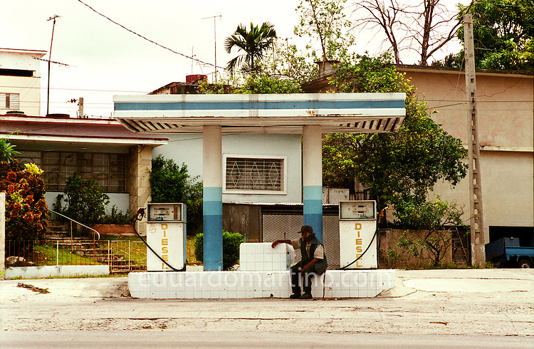 An empty filling station in Havana. The deep crisis at the beginning of the Special Period led to fuel shortages in Cuba, which caused serious economical effects. The highly mechanised agriculture collapsed and there was not enough fuel even to transport whatever could be produced in the countryside towards the city, triggering the phenomenon of urban farming in Cuba..Photo: Eduardo Martino - between 21.05 and 05.06.2007