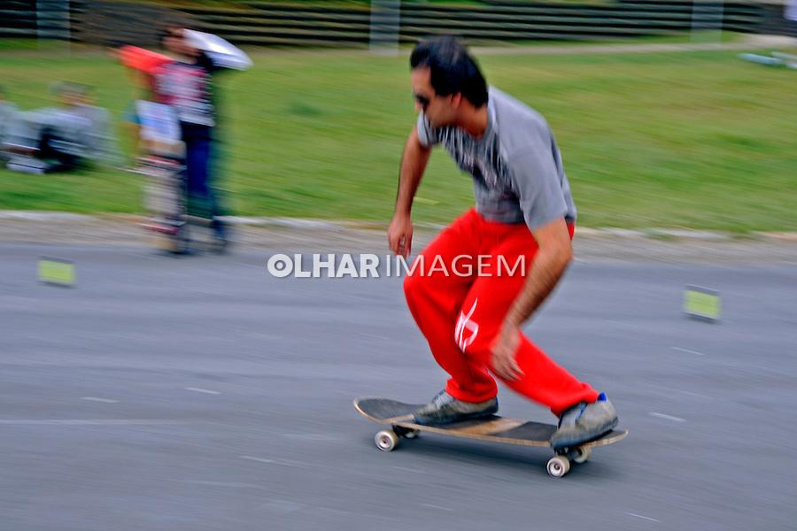 Jovem em skate. São Paulo. 2009. Foto de Juca Martins.