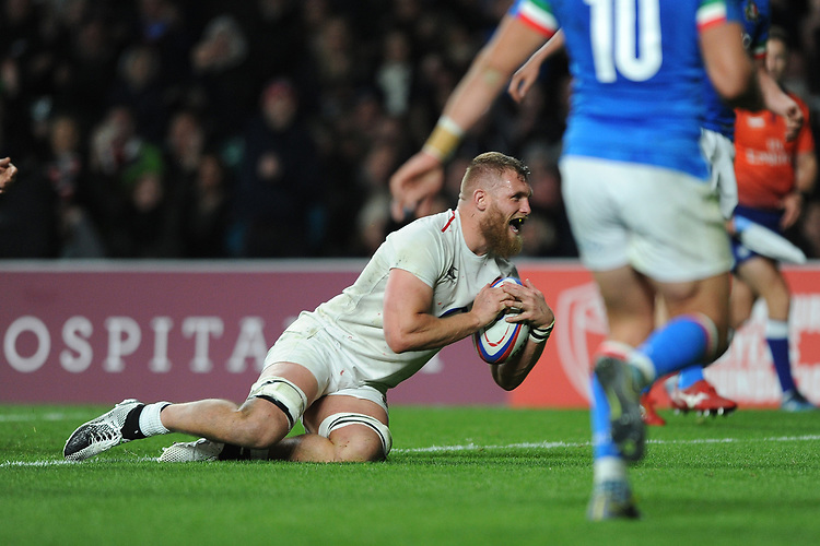 Brad Shields of England scores his second try during the Guinness Six Nations match between England and Italy at Twickenham Stadium on Saturday 9th March 2019 (Photo by Rob Munro/Stewart Communications)