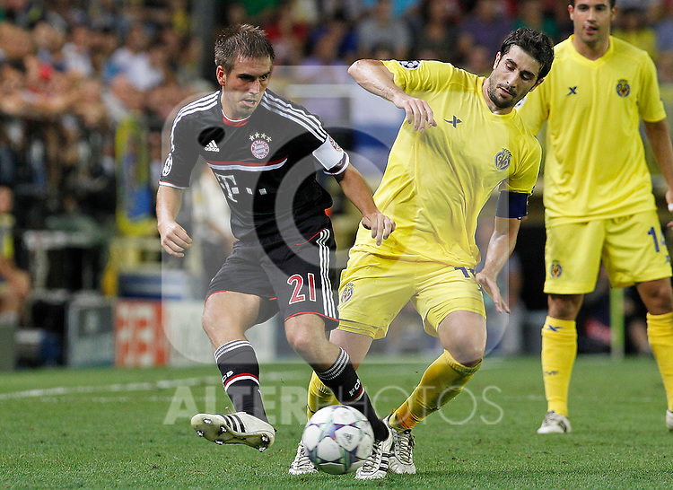 Villareal CF's Cani (r) and FC Bayern Munchen's Philipp Lahm during UEFA Champions League match.September 14,2011.(ALTERPHOTOS/Acero)